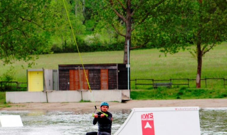 © S.A.S. Ardecho Wake Park - Session de wakeboard sur le Lac aux Ramiers