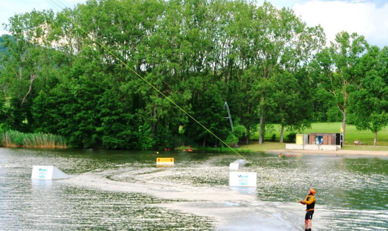 © Nicolas Garousse - Session de wakeboard sur le Lac aux Ramiers
