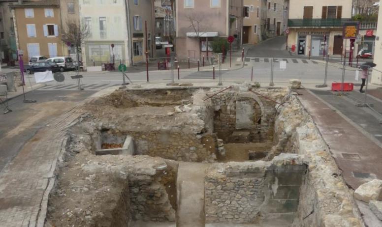 ©  Guillaume Martin, Inrap - Vue générale de l'emprise des caves depuis l'est.