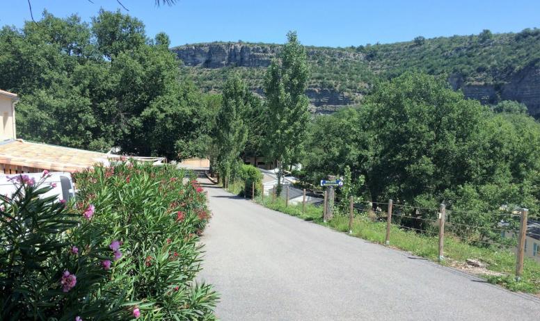 Camping résidentiel Le Moulinage - Entrée du Camping Résidentiel Le Moulinage (route des défilés de Ruoms, Sud Ardèche)