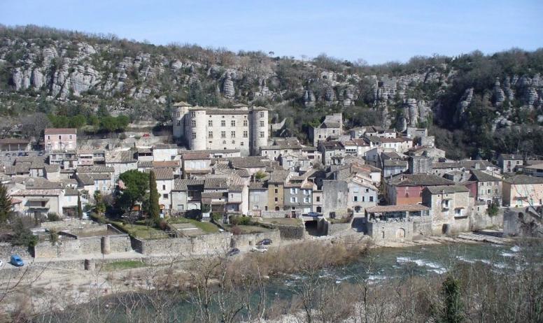"""Clévacances - Vogüé classé """"Plus beau village de France"""""""