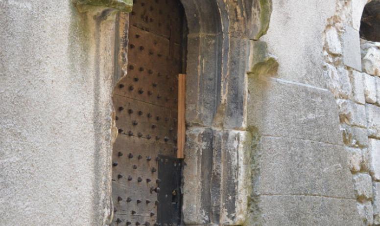 Oti du Rhône aux Gorges de l'Ardèche - Porte 12e siècle