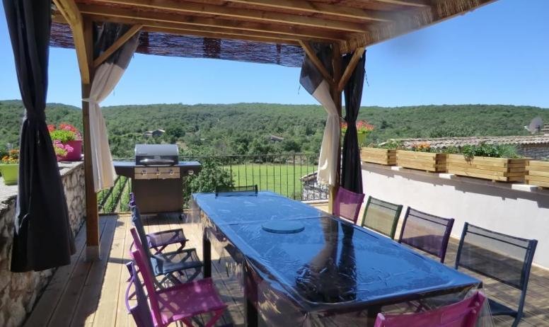 Gîtes de France - terrasse du petit déjeuner ou des repas en table d'hôte