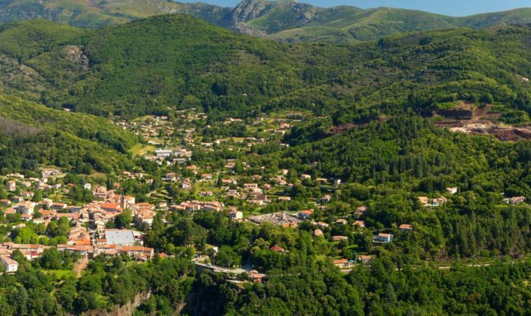 ©S.BUGNON - Thueyts - Le village et la vallée de l'Ardèche vus de Bouchard-zoom avec vue gravenne ©S.BUGNON