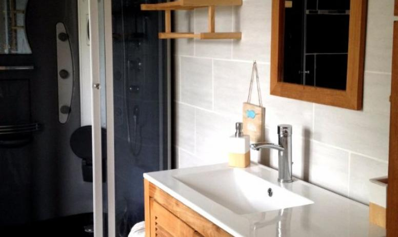 Clévacances - Le refuge des fées, gite en plein cœur de l'Ardèche- la salle de bain