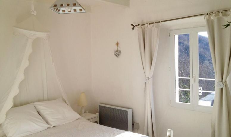 Clévacances - Le refuge des fées, gite en plein cœur de l'Ardèche-La chambre blanche
