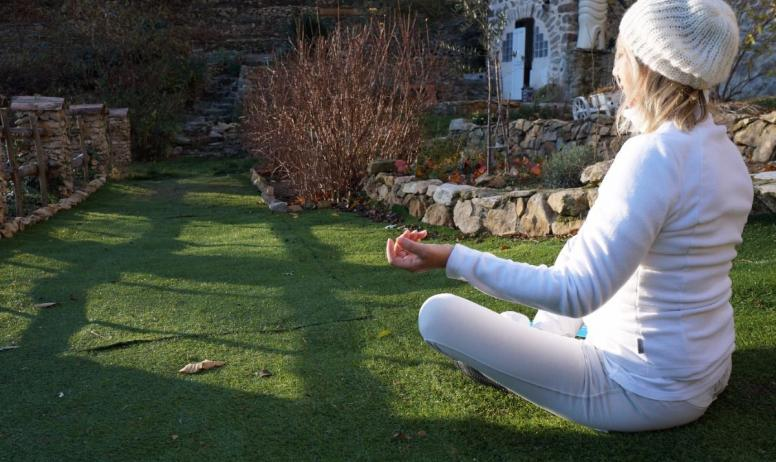 """Clévacances - Un cours """"détente/ relaxation"""" dans le jardin commun (30/45 minutes)"""