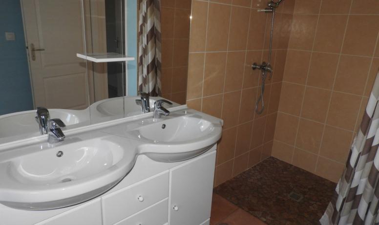 Agnès Desbos - Salle de bain du gîte