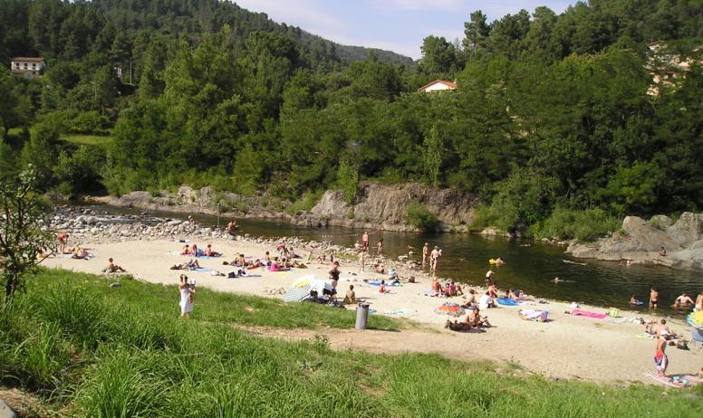 ©Camping Les Issoux - Vue rivière
