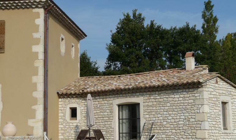 (c) M. Richede - Terrasse petit gîte en pierre
