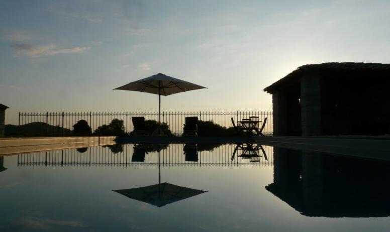 (c) M. Richede - La piscine Coucher de soleil