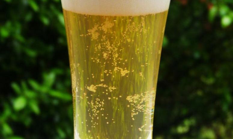 - Verre plein de bière