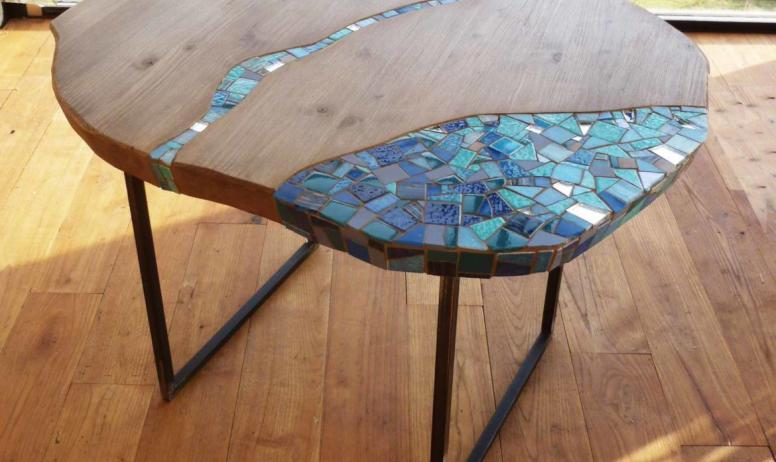 ©Marie Voisin - table-aqua-bois-massif-mosaique