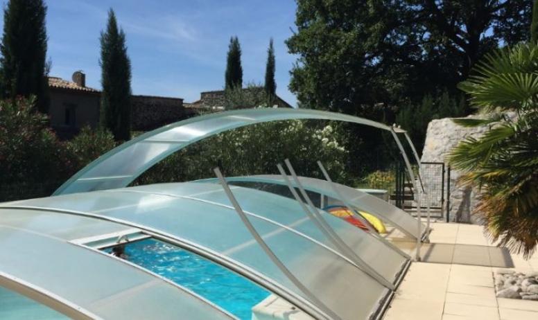 Clévacances - piscine commune