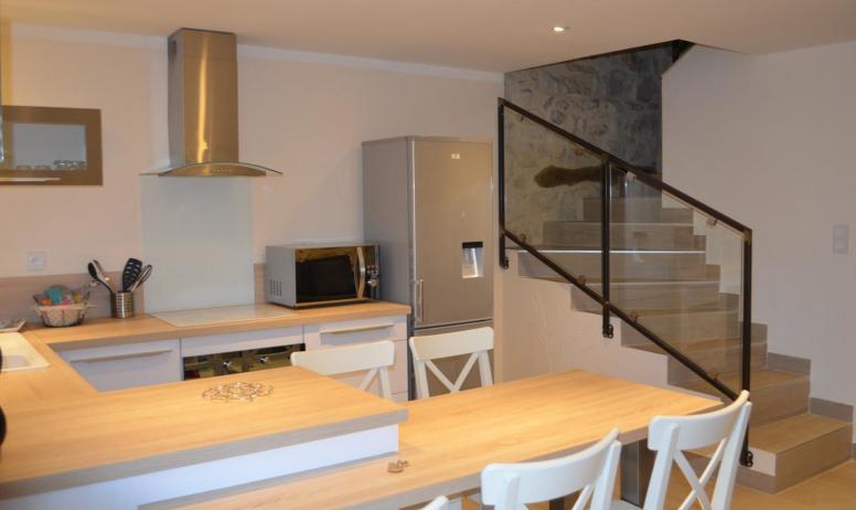 Gîtes de France - coin repas - accès aux 2 chambres, salle d'eau,wc