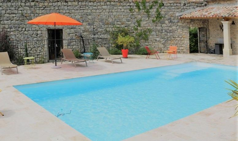 Gîtes de France - espace piscine commun sécurisé