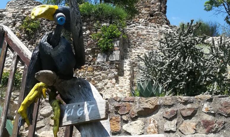M. Mercoeur - le château et une sculpture d'art brut