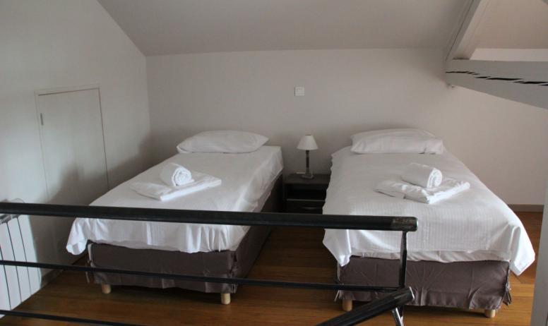 Deux petits lits