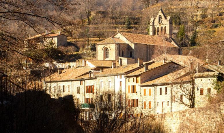 ©S.BUGNON - Burzet - Le village sur la Bourges-zoom église ©S.BUGNON