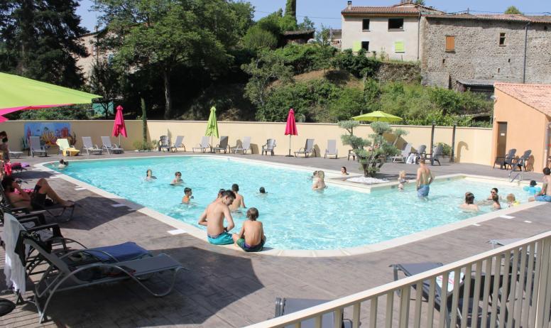 Valérie Arquillière - La piscine