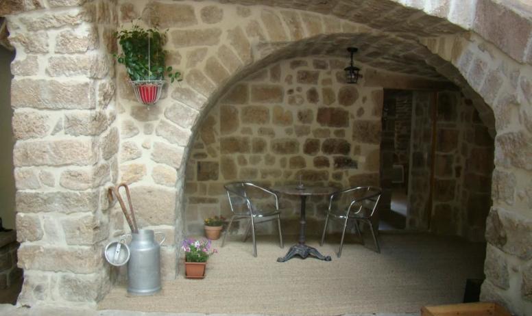 Gîtes de France - Entrée chambre Pourette côté cour