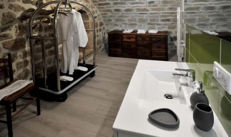 Gîtes de France - Salle d'eau chambre Comballe