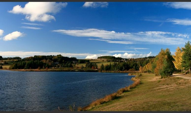 Gîtes de France - Le lac de Devesset (6km) multiactivités: baignade, voile, vtt, pêche, rando, picnique